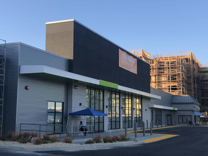 New Amazon store coming in Woodland Hills (Melody Hahm)