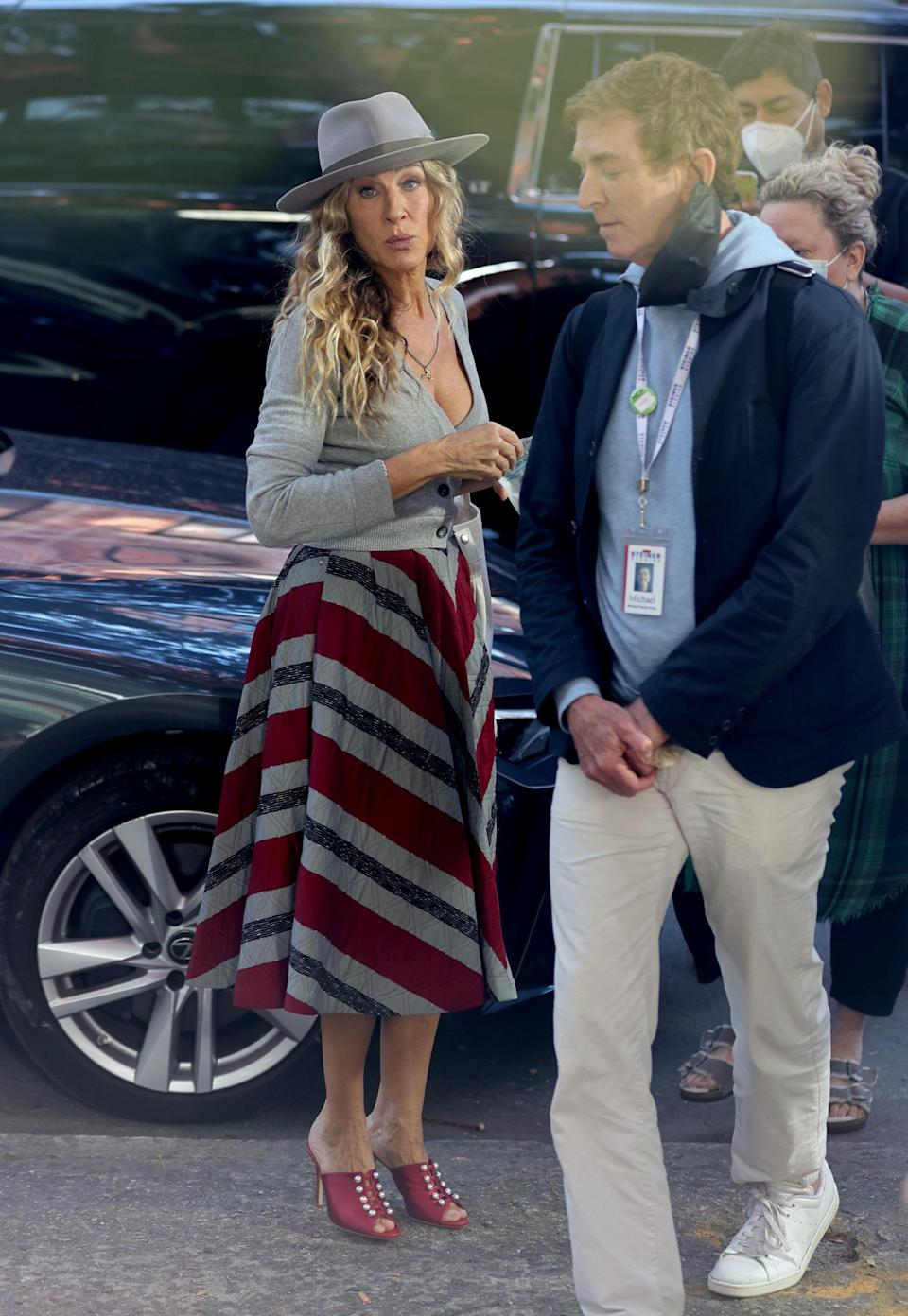 """Sarah Jessica Parker and director Michael Patrick King talk on the set of """"And Just Like That…"""" - Credit: Jose Perez/Bauergriffin.com / MEGA"""