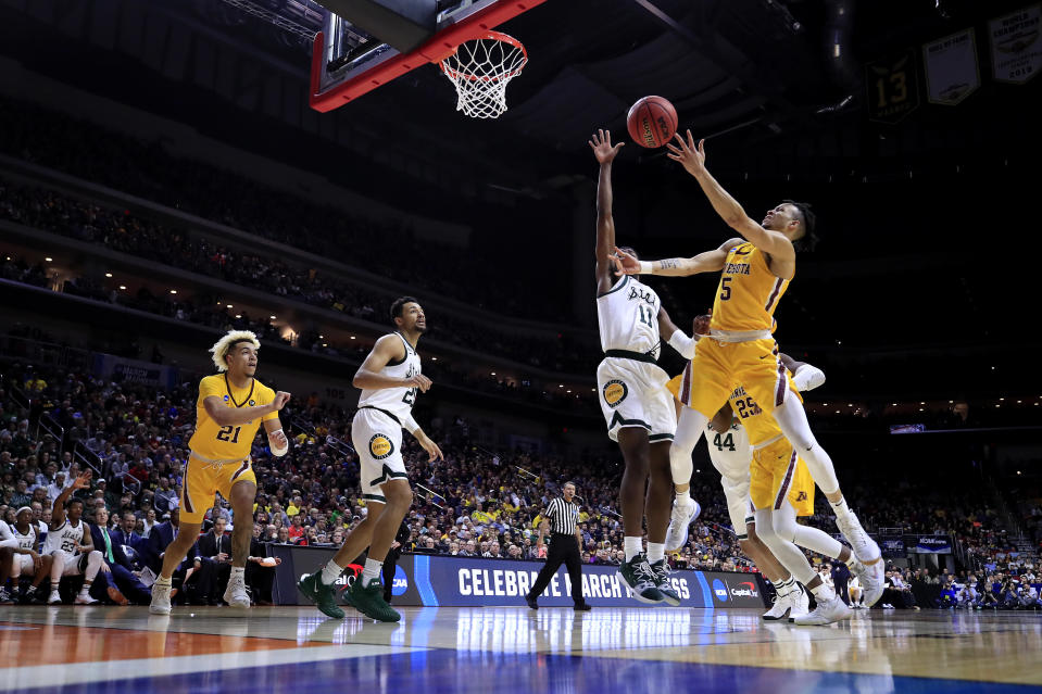 <p>Amir Coffey #5 of the Minnesota Golden Gophers shoots the ball against Aaron Henry #11 of the Michigan State Spartans during the first half in the second round game of the 2019 NCAA Men's Basketball Tournament at Wells Fargo Arena on March 23, 2019 in Des Moines, Iowa. (Photo by Andy Lyons/Getty Images) </p>