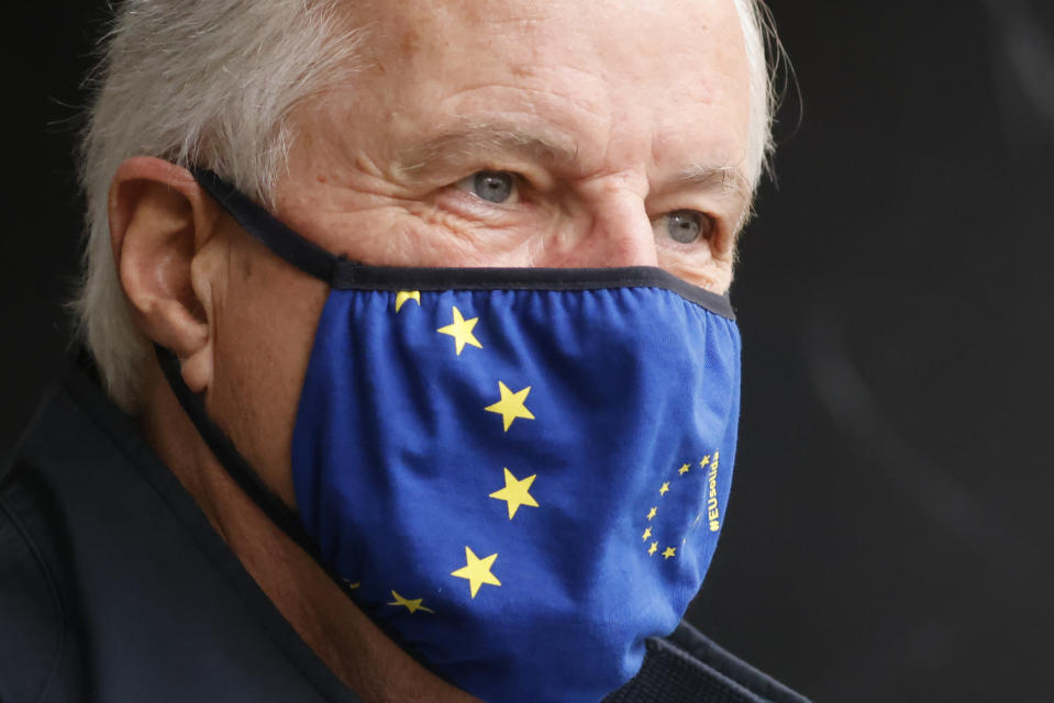 EU chief negotiator Michel Barnier wearing a mask because of the novel coronavirus pandemic walks to a conference centre to continue negotiations on a trade deal between the EU and the UK in London on November 9, 2020. - The European Union and Britain said major divergences remain but that post-Brexit negotiations would continue this week to clinch a trade deal in the scant time left. (Photo by Tolga Akmen / AFP) (Photo by TOLGA AKMEN/AFP via Getty Images)
