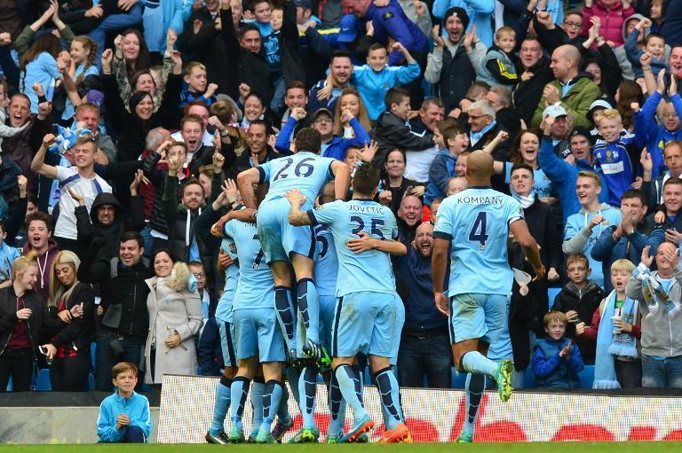 Manchester City players celebrate with the crowd after striker Sergio Aguero scored the opening goal during the match against Manchester United at the The Etihad Stadium in Manchester, on November 2, 2014 (AFP Photo/Paul Ellis)