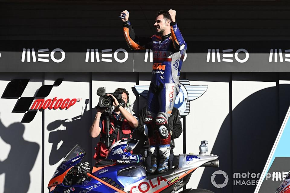 "El ganador del GP de Portugal 2020, Miguel Oliveira, Red Bull KTM Tech 3<span class=""copyright"">Gold and Goose / Motorsport Images</span>"