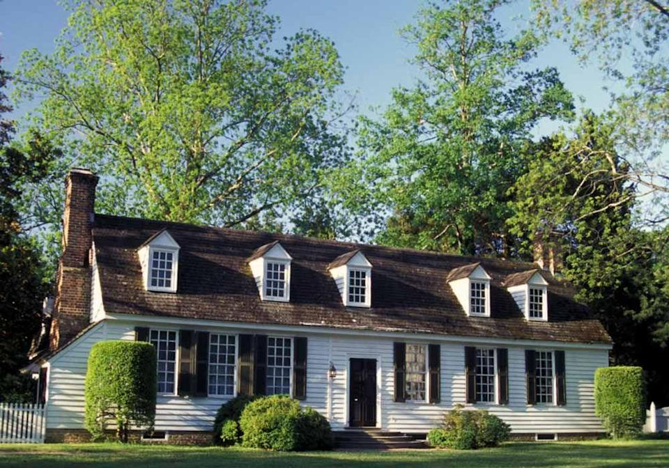 """<p>The pivotal 1920s restoration of the buildings of <strong><a href=""""https://www.colonialwilliamsburg.org/"""" rel=""""nofollow noopener"""" target=""""_blank"""" data-ylk=""""slk:Colonial Williamsburg"""" class=""""link rapid-noclick-resp"""">Colonial Williamsburg</a> </strong>preserved a key portal into American residential design.</p>"""