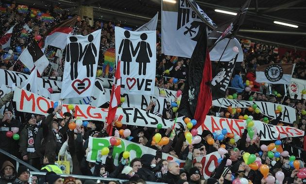st pauli fans choreograph demonstration against homophobia during match. Black Bedroom Furniture Sets. Home Design Ideas