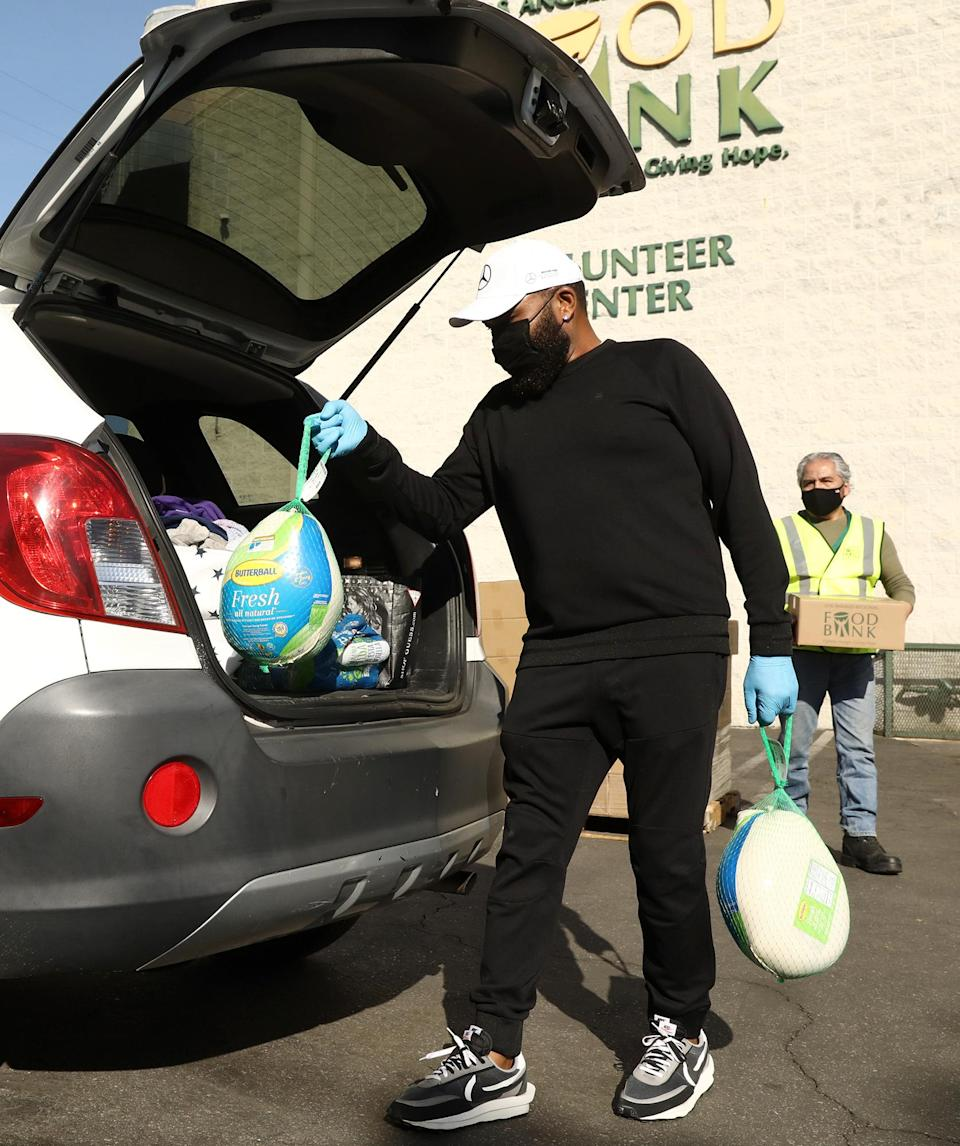 <p>Anthony Anderson volunteers by handing out turkeys, that were donated by Mercedes-Benz to the Los Angeles Food Bank, to 100 families this holiday season.</p>