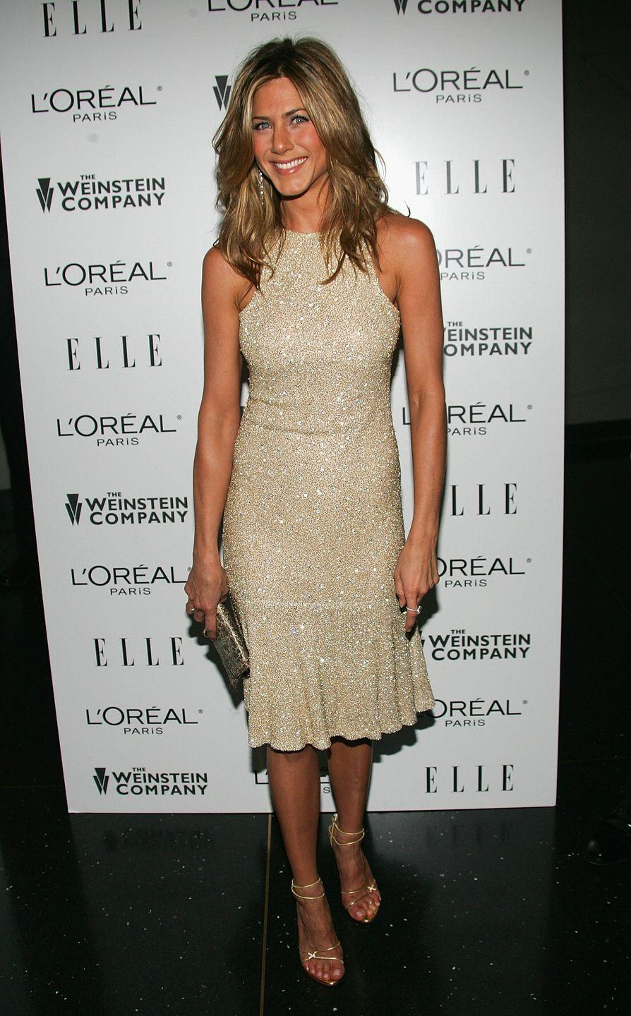 <p>Jen showed up to the 2005 premiere of <em>Derailed</em> in this high-neck, sparkly number. The fit shows off her muscular form and that hairstyle is flawless.<br></p>