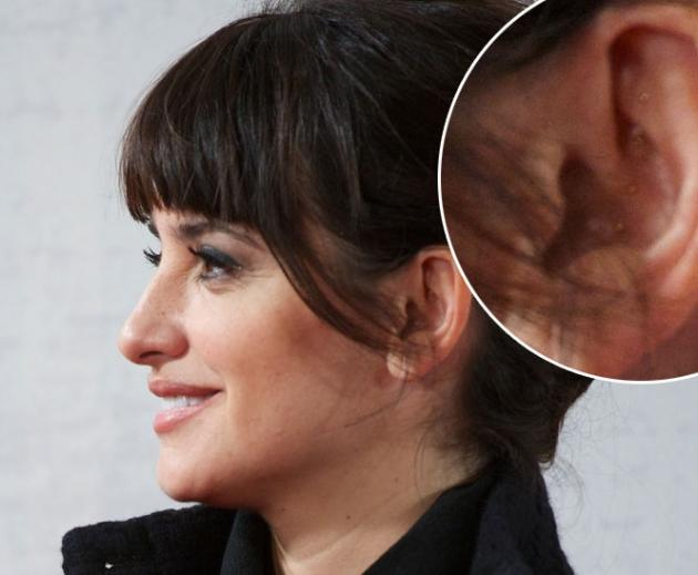 Penelope Cruz, wearing a Chanel Vintage dress and (four acupuncture needles!) , attends 'Venuto Al Mondo' (Volver A Nacer) premiere at Capitol cinema on January 10, 2013 in Madrid --