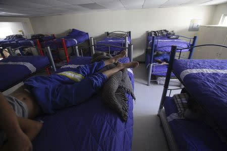 """Boys lie down as they rest in bunk beds at the shelter for underage immigrants and repatriated minors """"Mexico, my home"""" in Ciudad Juarez May 27, 2014. REUTERS/Jose Luis Gonzalez"""