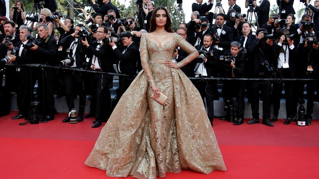 <p>If there's anyone in Bollywood known exclusively for her style-statement, it's Sonam Kapoor. The E<em>k Ladki Ko Dekha Toh Aisa Laga</em> actor always shows up in the most stunning outfits. This year, she shall be making her grand appearance on 20-21 May. </p>