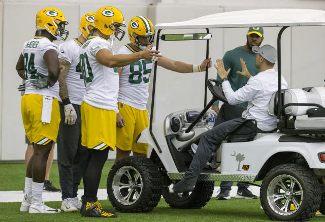 Green Bay Packers head coach Matt LaFleur talks with a group of tight ends during Green Bay Packers NFL football practice Tuesday June 12, 2019, in Green Bay, Wisc. LeFleur is recovering from a torn achilles. (AP Photo/Mike Roemer)