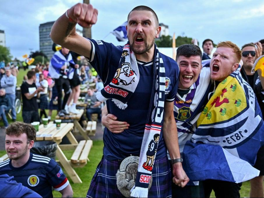 Fans in Glasgow react during England vs Scotland (Getty Images)
