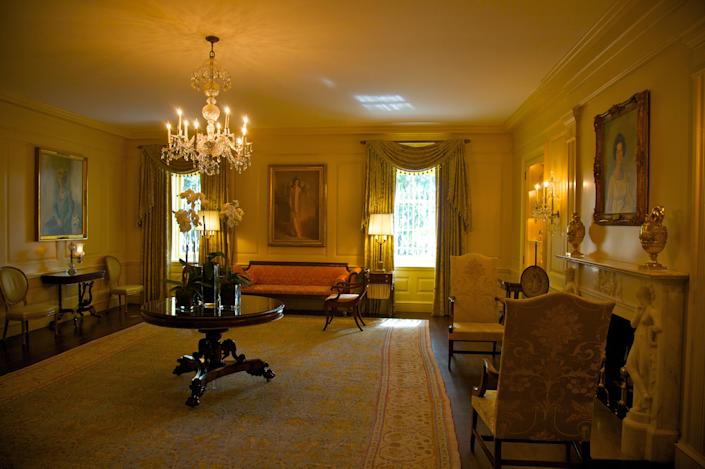 Room with portraits of firstladies
