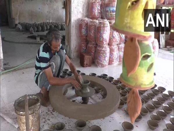 A Surat-based potter making earthen lamps ahead of Diwali. [Photo/ANI]