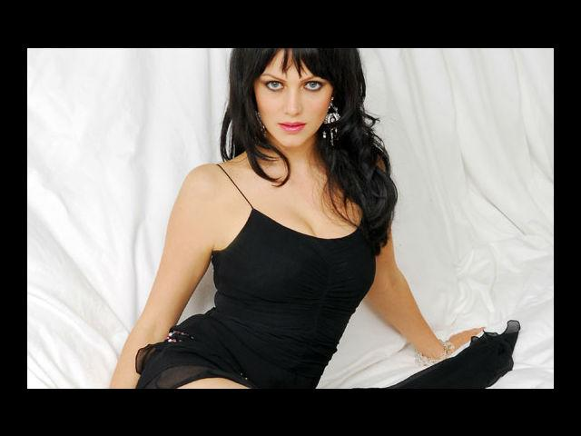<b>9. Yana Gupta</b><br>Czech model-actress, who speaks five languages and has turned writer recently, is famous for having been the poster girl of Lakme and her item number 'Babuji'.