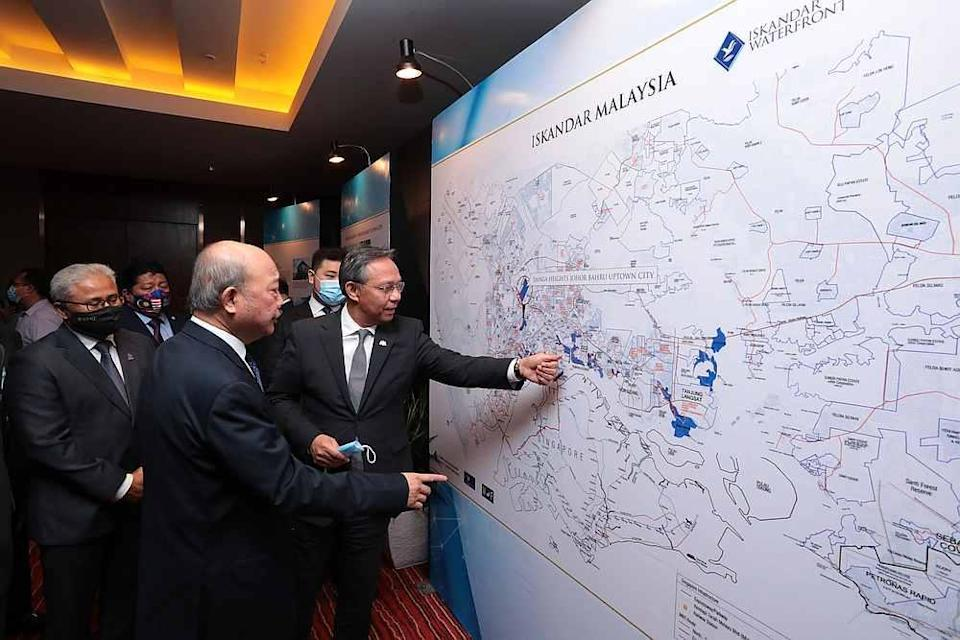 Johor Mentri Besar Datuk Hasni Mohammad looking at the the proposed first phase of the development of a 38-acre mixed-use development in Skudai, Johor. — Picture courtesy of Ravin Media Services