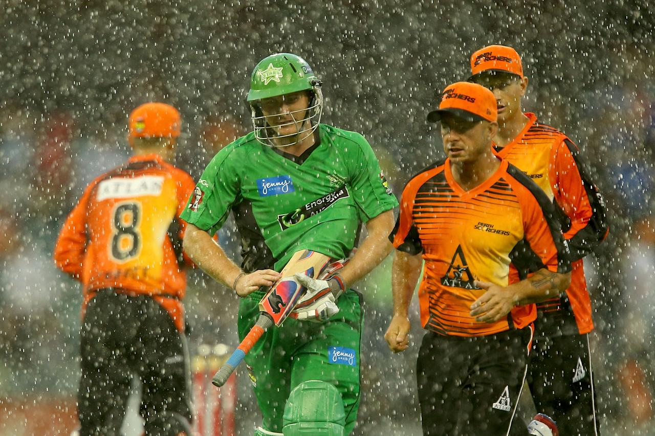 PERTH, AUSTRALIA - DECEMBER 12:  Luke Wright of the Stars heads from the field with Scorchers players as heavy rain sets in during the Big Bash League match between the Perth Scorchers and the Melbourne Stars at WACA on December 12, 2012 in Perth, Australia.  (Photo by Paul Kane/Getty Images)