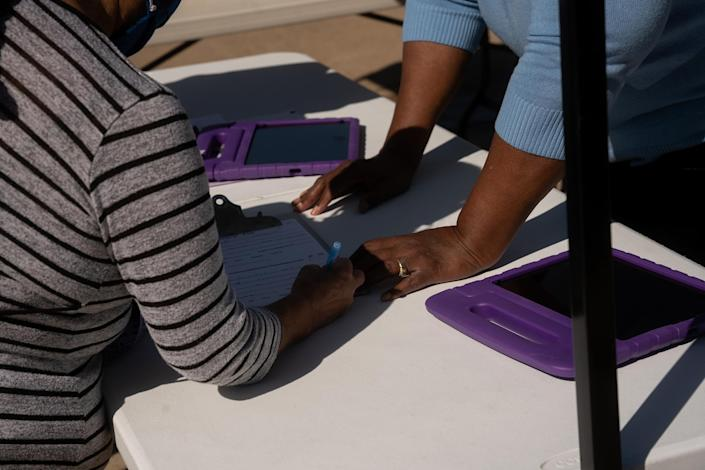 """Visitors to the T.R. Hoover center in South Dallas on Feb. 24 get help registering for vaccines.<span class=""""copyright"""">Zerb Mellish for TIME</span>"""
