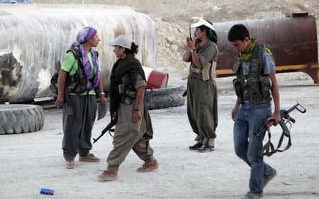 Kurdistan Workers Party (PKK) fighters participate in an intensive security deployment against Islamic State (IS) militants on the front line in Makhmur August 9, 2014. REUTERS/Azad Lashkari