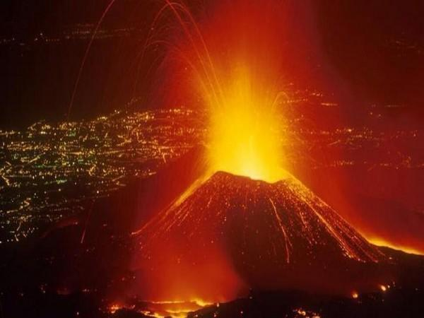 Mount Nyaragongo, an active volcano overlooking Congo's Goma town erupted on Saturday evening (Photo/Army)