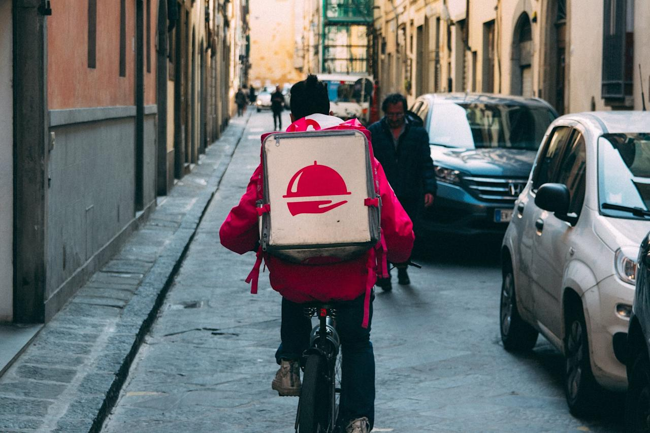 """<p>Is the entrance to your apartment around back? Need the driver to leave your meal at the door in case you're running late (or have a dog)? Get your meal delivered to the right place by using the delivery directions box to add some tips. Some drivers might even <a href=""""https://www.facebook.com/samzegrour/posts/10155127920810169"""" target=""""_blank"""" class=""""ga-track"""" data-ga-category=""""Related"""" data-ga-label=""""https://www.facebook.com/samzegrour/posts/10155127920810169"""" data-ga-action=""""In-Line Links"""">come right in and deliver it to your bed</a> if you leave the door unlocked and instruct them to do so.</p>"""