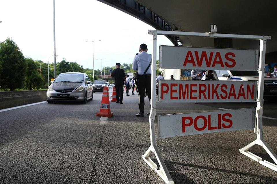 Police man a roadblock along Jalan Syed Putra in Kuala Lumpur January 13, 2021. The senior defence minister said in a statement this evening that the National Security Council decided this after considering the emergence of 17 Covid-19 clusters in Kuala Lumpur over the past week. ― Picture by Choo Choy May