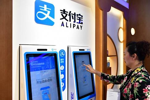 A citizen buys drugs through Alipay face-scanning service in Zhengzhou, Henan Province. Photo: Xinhua