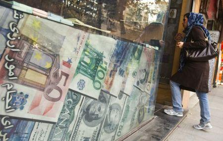 Iran's currency hits record low amid impending USA sanctions