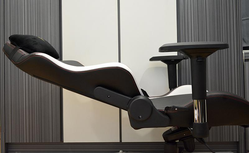 When the tilt mechanism is locked, the chair can recline up to 155°.