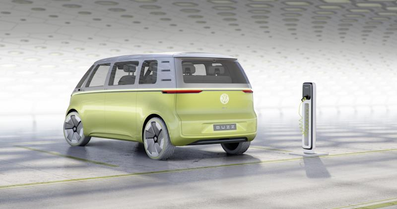 the vw i d buzz concept is the bus reincarnated for a digital future. Black Bedroom Furniture Sets. Home Design Ideas