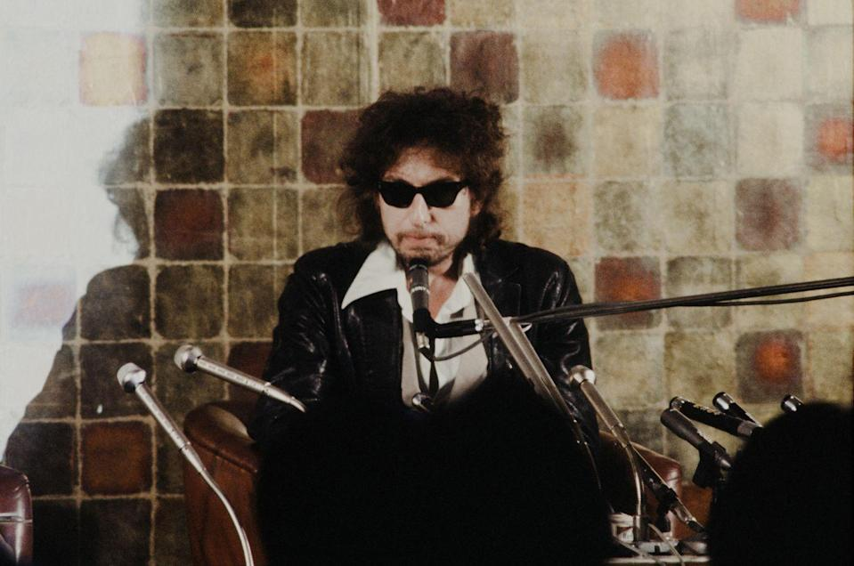 <p>Bob Dylan at a press conference on his first visit to Japan in February 1978.</p>