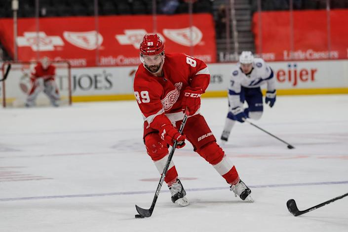 Detroit Red Wings center Sam Gagner (89) makes a pass against the Tampa Bay Lightning during the third period at Little Caesars Arena in Detroit, on Tuesday, March 9, 2021.