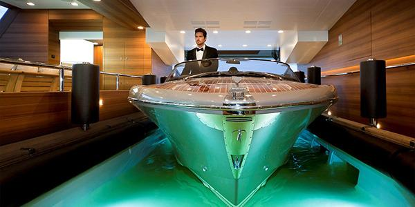 <p>The bay is flooded to load the speedboat but can dry out in three minutes and can also be transformed into a beach club terrace accessible ocean pool.</p>
