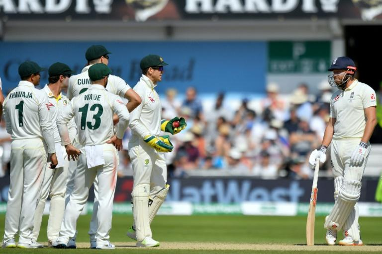 Tim Paine has a word with Jonny Bairstow
