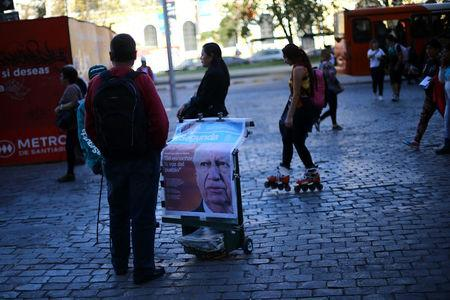 An afternoon edition of a newspaper, with its frontpage with former Chile's president and center-left presidential candidate Ricardo Lagos, is seen after Lagos dropped out his presidential campaign, in Santiago, April 10, 2017. REUTERS/Ivan Alvarado