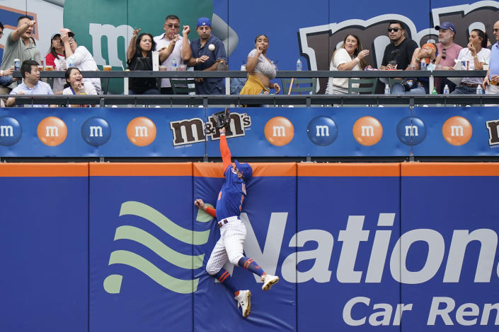 New York Mets center fielder Brandon Nimmo tries to make a catch on Washington Nationals' Juan Soto home run during the sixth inning of a baseball game, Sunday, Aug. 29, 2021, in New York. (AP Photo/Corey Sipkin)
