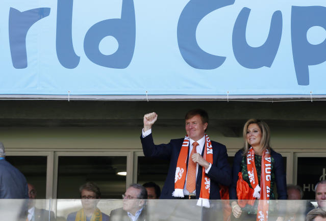 Dutch King Willem-Alexander and his wife Queen Maxima cheer the Netherlands national team before the group B World Cup soccer match between Australia and the Netherlands at the Estadio Beira-Rio in Porto Alegre, Brazil, Wednesday, June 18, 2014. (AP Photo/Jon Super)