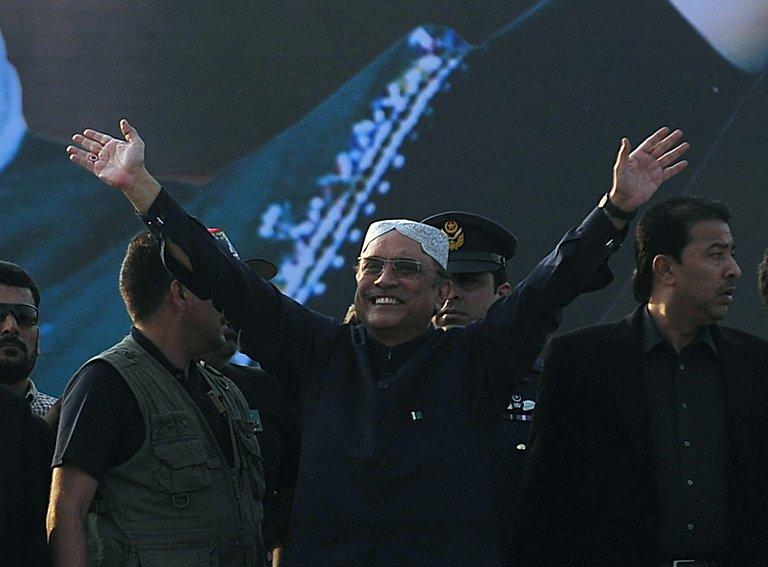 Pakistan's President Asif Ali Zardari waves to supporters in Garhi Khuda Bakhsh, on December 27, 2012