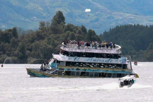 Divers seek bodies as boatmen recount deadly Colombia wreck