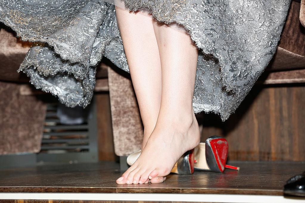 ActressKristen Stewart ditched her painful Louboutins at the premiere of 'Equals' during the 72nd Venice Film Festival. (Tristan Fewings/Getty Images)