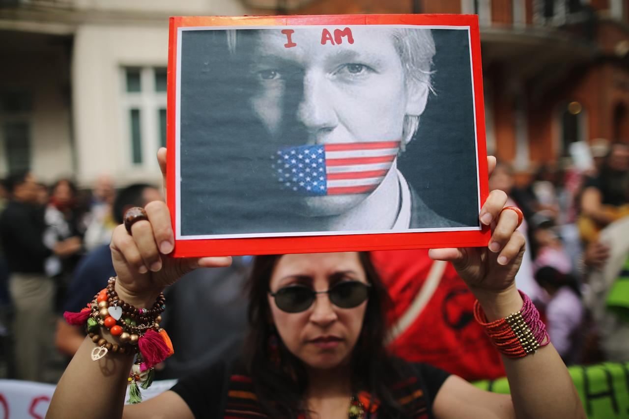 LONDON, ENGLAND - AUGUST 16: Protesters gather outside the Ecuadorian Embassy, where Julian Assange, founder of Wikileaks is staying on August 16, 2012 in London, England. Mr Assange has been living inside Ecuador's London embassy since June 19, 2012 after requesting political asylum whilst facing extradition to Sweden to face allegations of sexual assault.  (Photo by Dan Kitwood/Getty Images)