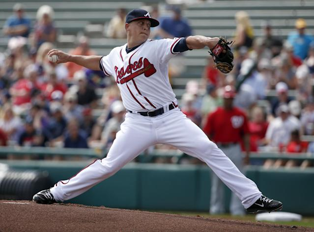 Braves say Kris Medlen injured elbow ligament