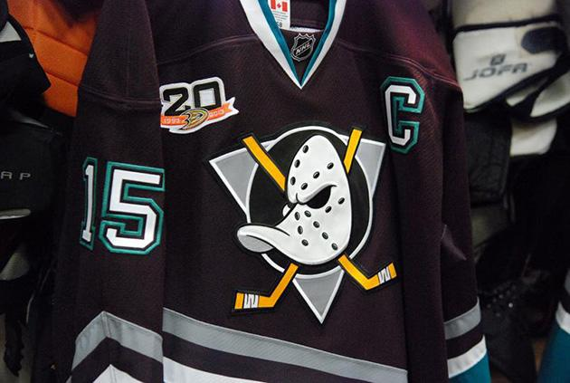 best service 8fe24 c249b Mighty Ducks fly again: Behold glorious throwback Anaheim ...