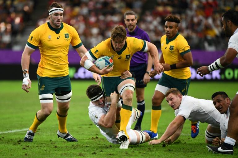Hooper to keep Wallabies captaincy under coach Rennie