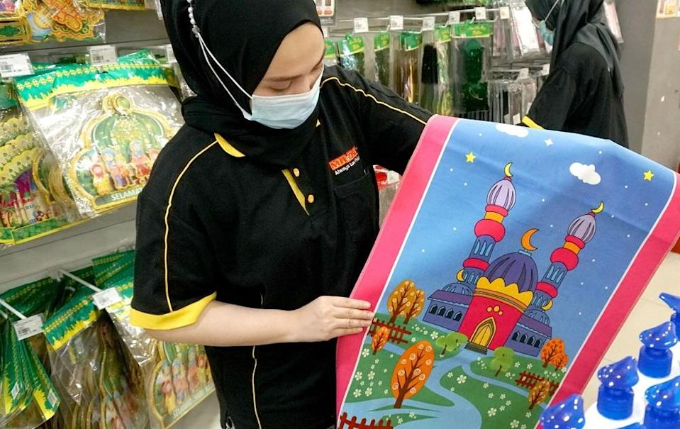 MR.DIY offers a variety of Muslimah products for those who are still looking for Raya gift ideas. ― Picture courtesy of MR.DIY