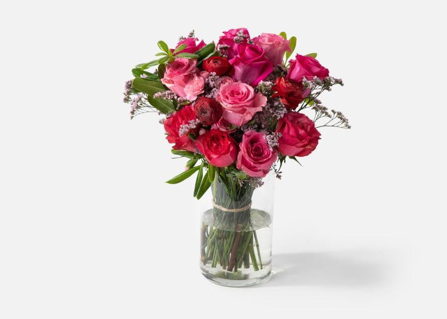 <p>We're in love with this <span>Urbanstems The Vera</span> ($95).</p>