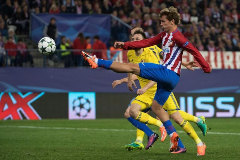 Atletico Madrid's Antoine Griezmann (R), pictured in 2016, has scored 79 goals in 149 games for Atletico since joining in 2014
