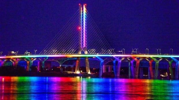 The Samuel-De Champlain Bridge was lit up with a special rainbow effect to celebrate the loosening of restrictions.