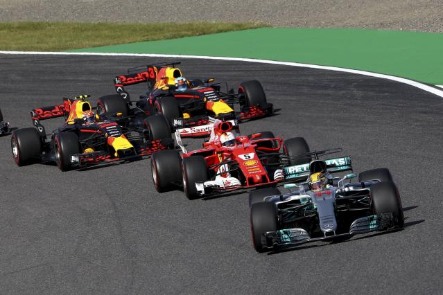<p>ZSN021. Suzuka (Japan), 08/10/2017.- British Formula One driver Lewis Hamilton of Mercedes AMG GP leads the pack ahead of German Formula One driver Sebastian Vettel of Scuderia Ferrari, Dutch Formula One driver Max Verstappen (back L) of Red Bull Racing and Australian Formula One driver Daniel Ricciardo (back R) of Red Bull Racing at the start of the Japanese Formula One Grand Prix at the Suzuka Circuit in Suzuka, central Japan, 08 October 2017. (Fórmula Uno, Japón) EFE/EPA/DIEGO AZUBEL</p>