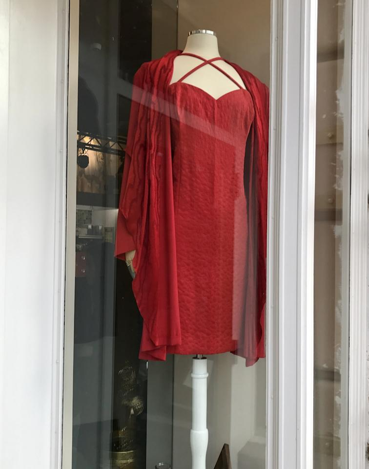 <p>One of <span>Rue McClanahan</span>'s dresses is displayed in a window at <span>Rue La Rue Café. (Photo: Yahoo News)</span> </p>