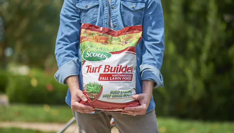 Choose the right fertilizer for the season. (Photo: Lowe's)